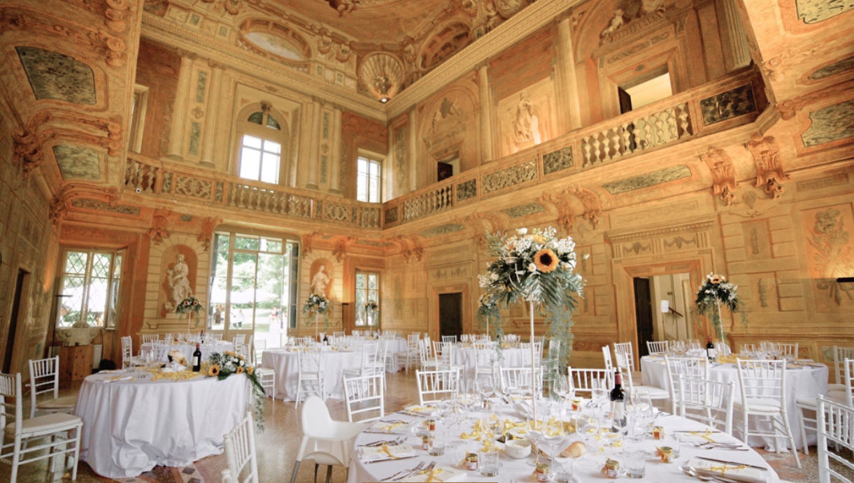 sala con affreschi per cerimonie di villa mosconi bertani